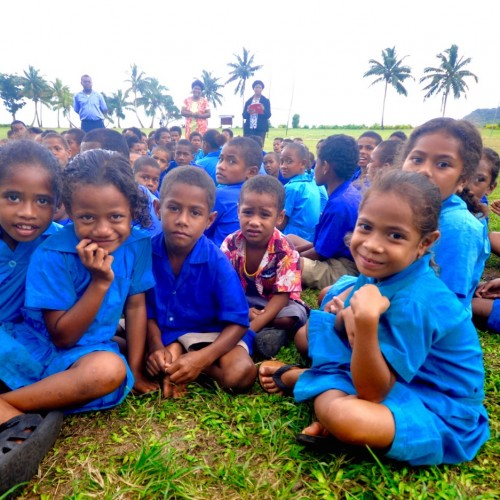 school children fiji volunteering Island Spirit