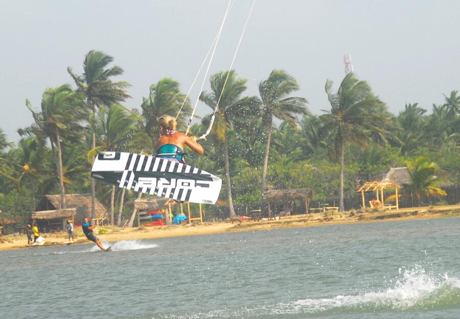 Kitesurflanka kitesurfing Kalpitiya Sri Lanka.32