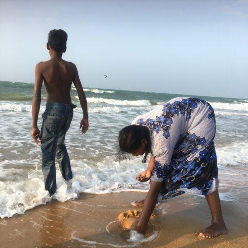 Finding clams Sri Lanka kalpitiya Island Spirit